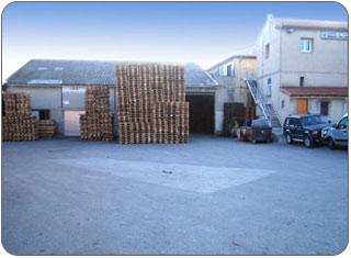 Les bureaux et une partie des ateliers de réparation et hangars de stockage de palettes